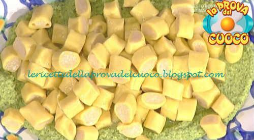 Prova del cuoco - Ingredienti e procedimento della ricetta Mezzemaniche ripiene con crema di zucchine e menta di Daniele Persegani