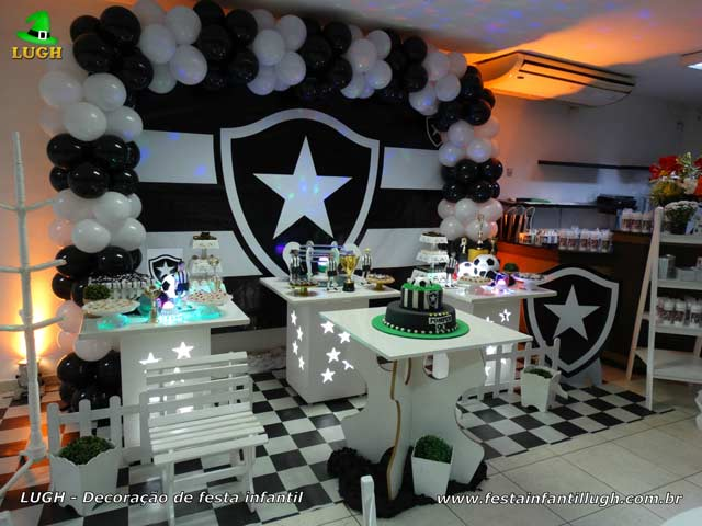 Decoração futebol tema Botafogo - Festa de aniversário - Mesa temática para o bolo - Barra - RJ