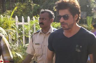 Shah Rukh Khan and Sachin Tendulkar Cast Their Vote For Bmc Election 2017 10.JPG