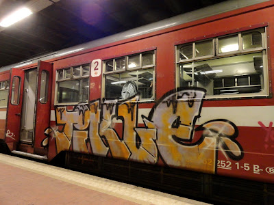 graff on trains