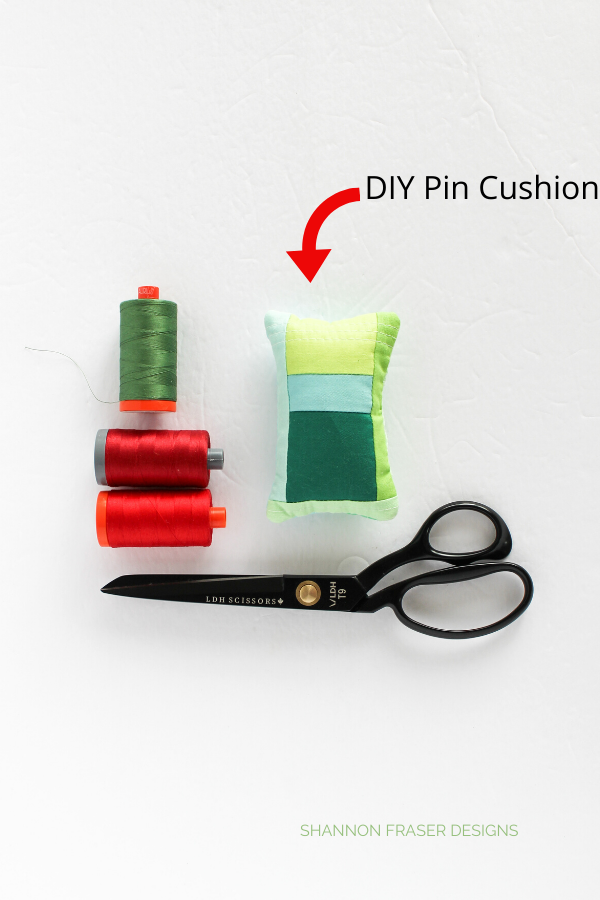 DIY Modern Quilted Pin Cushion | 2019 Holiday Gift Guide for Quilters | Shannon Fraser Designs #diygifts #diyholidaygifts #holidaygiftguide #christmasgiftideas #giftsforquilters