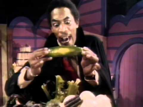 Morgan Freeman de joven cantando el vampiro vegetariano es probablemente los mas raro que veras hoy.