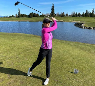 Picture of Anne Drewa playing golf