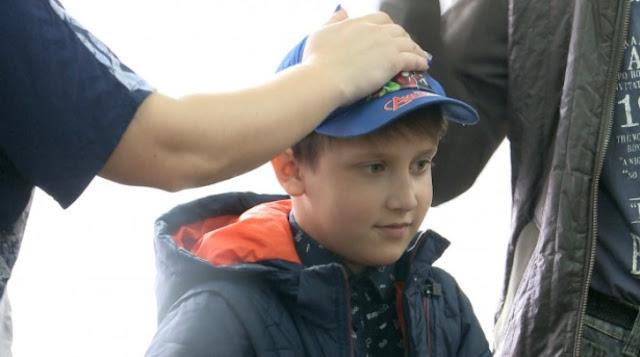 Мальчику всего 8 лет, а он спас малыша, который чуть не утонул в болоте
