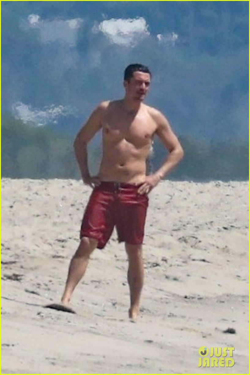 Orlando Bloom Nude At The Beach