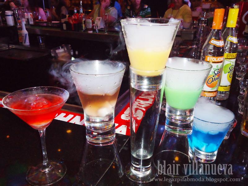 Barhopping : Cute Bartenders, twirling glasses, and Overflowing drinks - Chill your Fridays at T.G.I.Fridays