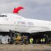 ما هو سبب الانحناء في مقدمة البوينغ 747 ؟