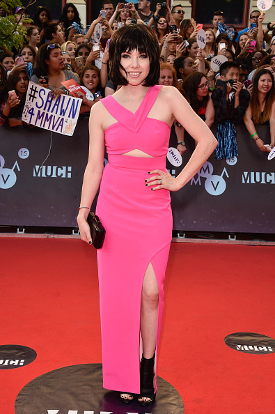 Carly Rae Jepsen Hardy Design Works on Red Carpet