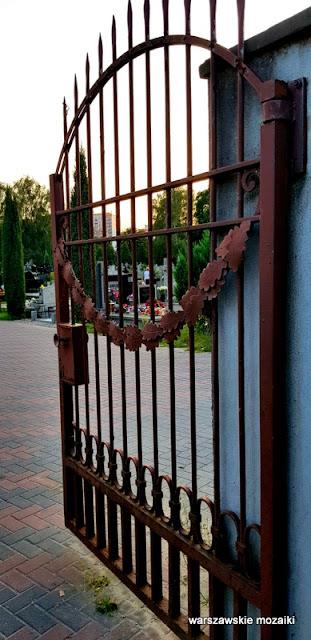 Warszawa Warsaw Bielany cmentarze warszawskie groby nagrobki brama