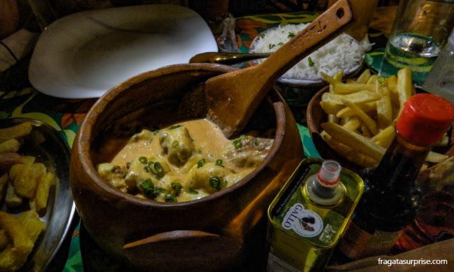 Pintado gratinado, prato do restaurante Taboa, em Bonito, Mato Grosso do Sul