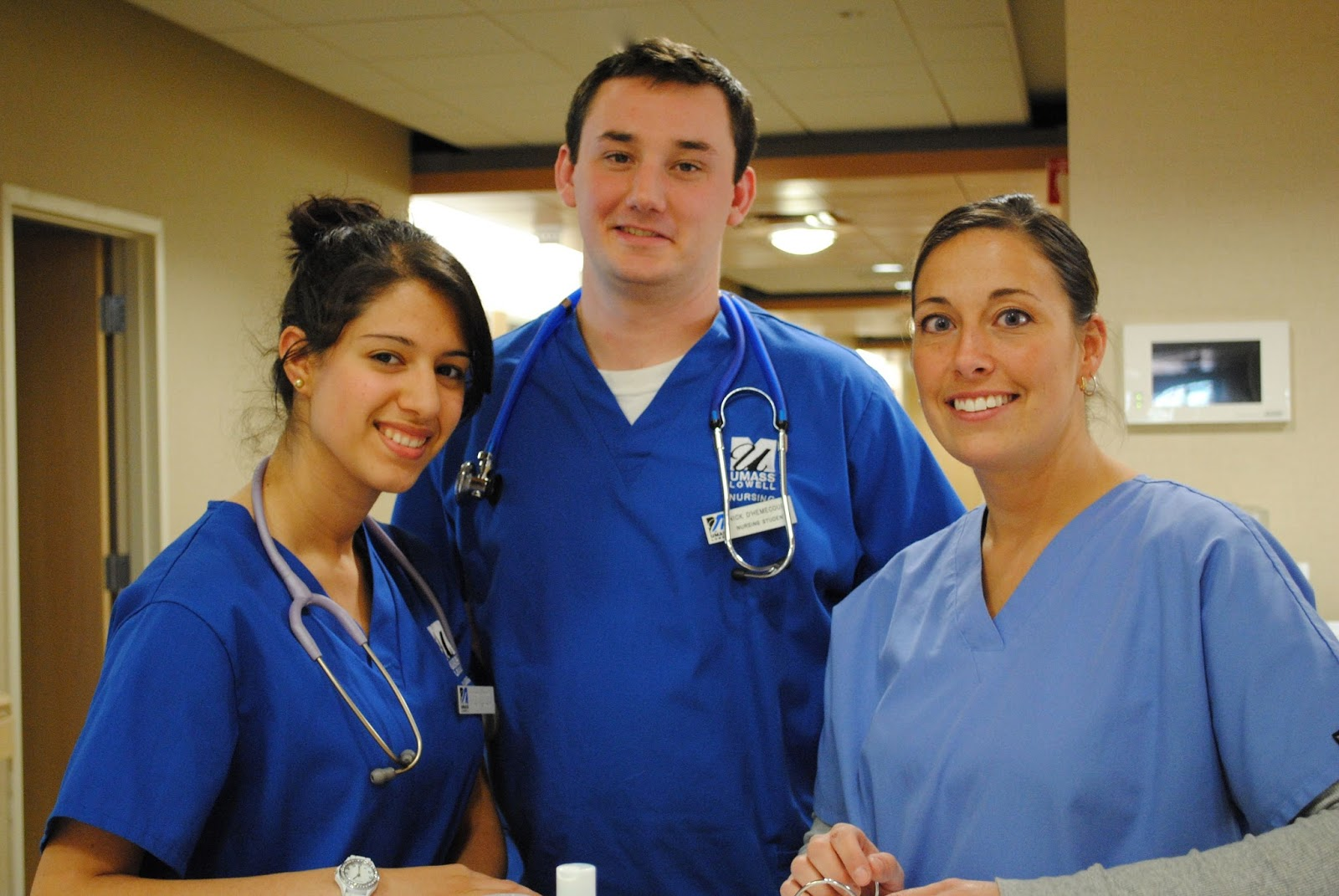 scholarships for nursing Federal nursing scholarships are available for needy students due to the critical shortage of nurses in the us.