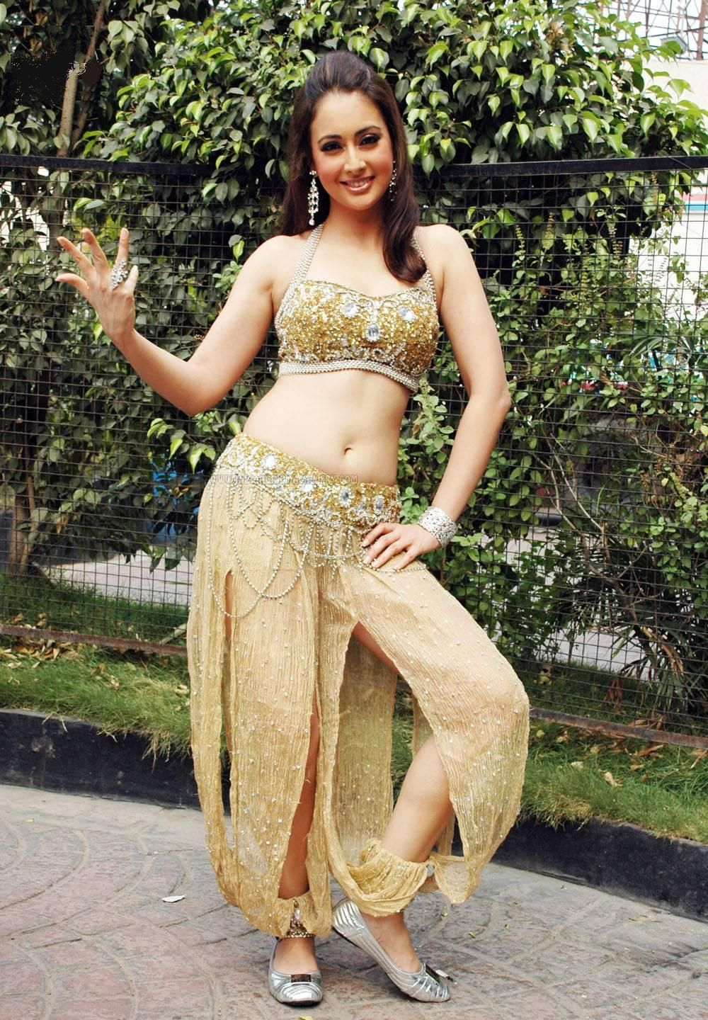 High Quality Bollywood Celebrity Pictures: Preeti