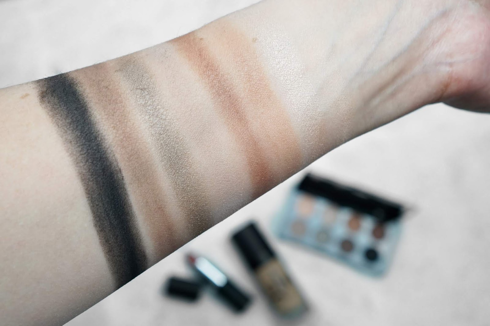 Glo_Skin_Beauty_Shadow_Palette_Swatches