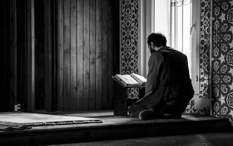 Iman dan Akhlak Tidak Dinilai dari Kerennya Postingan di Medsos