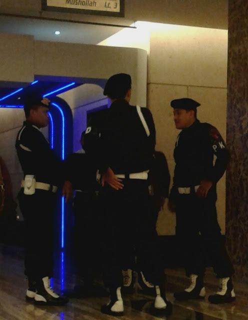 Foto Detik-detik Pembubaran Asyura ala Syiah di Hotel Clarion Makassar