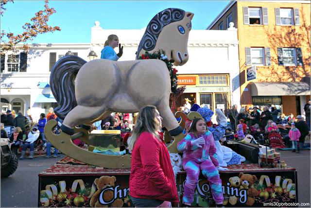 Carroza de Navidad en el Desfile de Acción de Gracias de Plymouth