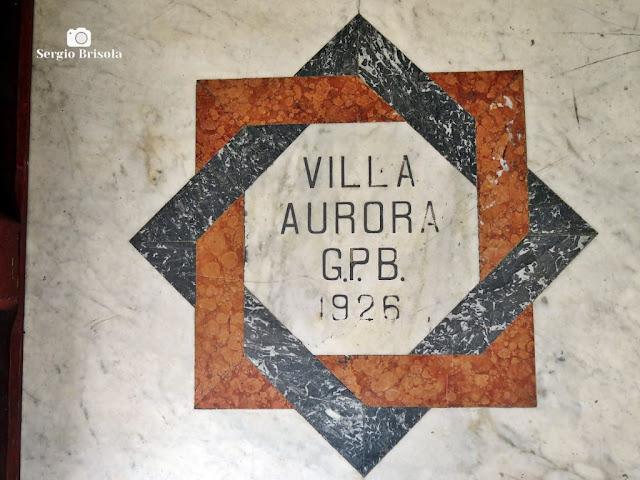 Close-up do brasão do  piso da entrada do Palacete Mourisco - Vila Mariana - São Paulo