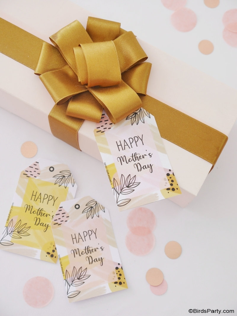 FREE Printable Mother's Day Boho Gift Tags  - pretty, line art inspired, abstract art gift tags for adding to any packaging, plus other ideas for mom!