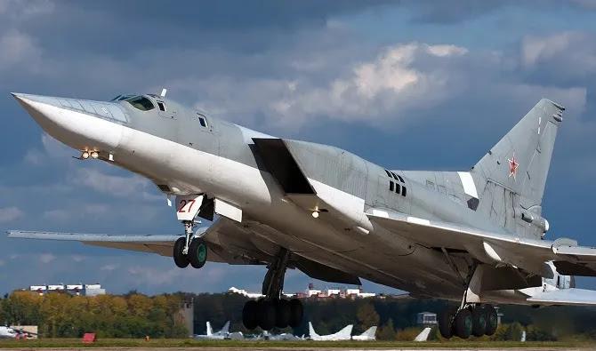 Προσομοίωση ρωσικής επίθεσης κατά Ελλάδας:Aεροσκάφη Tu-22M3 σε αποστολή βομβαρδισμού ΝΑΤΟϊκών βάσεων (vid)