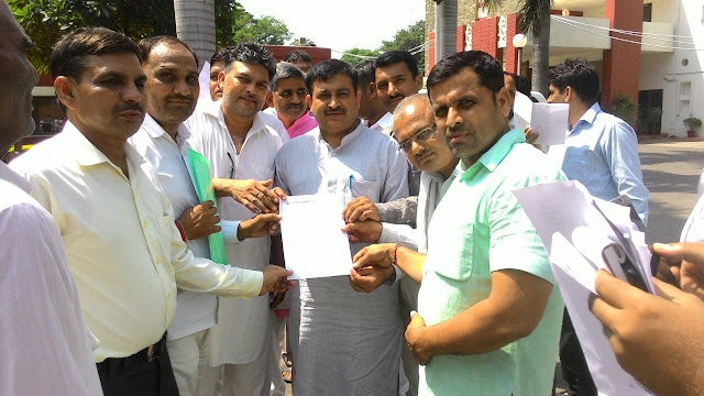 teachers-give-memorandum-to-cm-osd-bhupender-singh-chandigarh