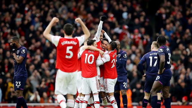 La Premier League contra el coronavirus: los jugadores no podrán escupir, cambiarse la camiseta ni celebrar los goles en grupo