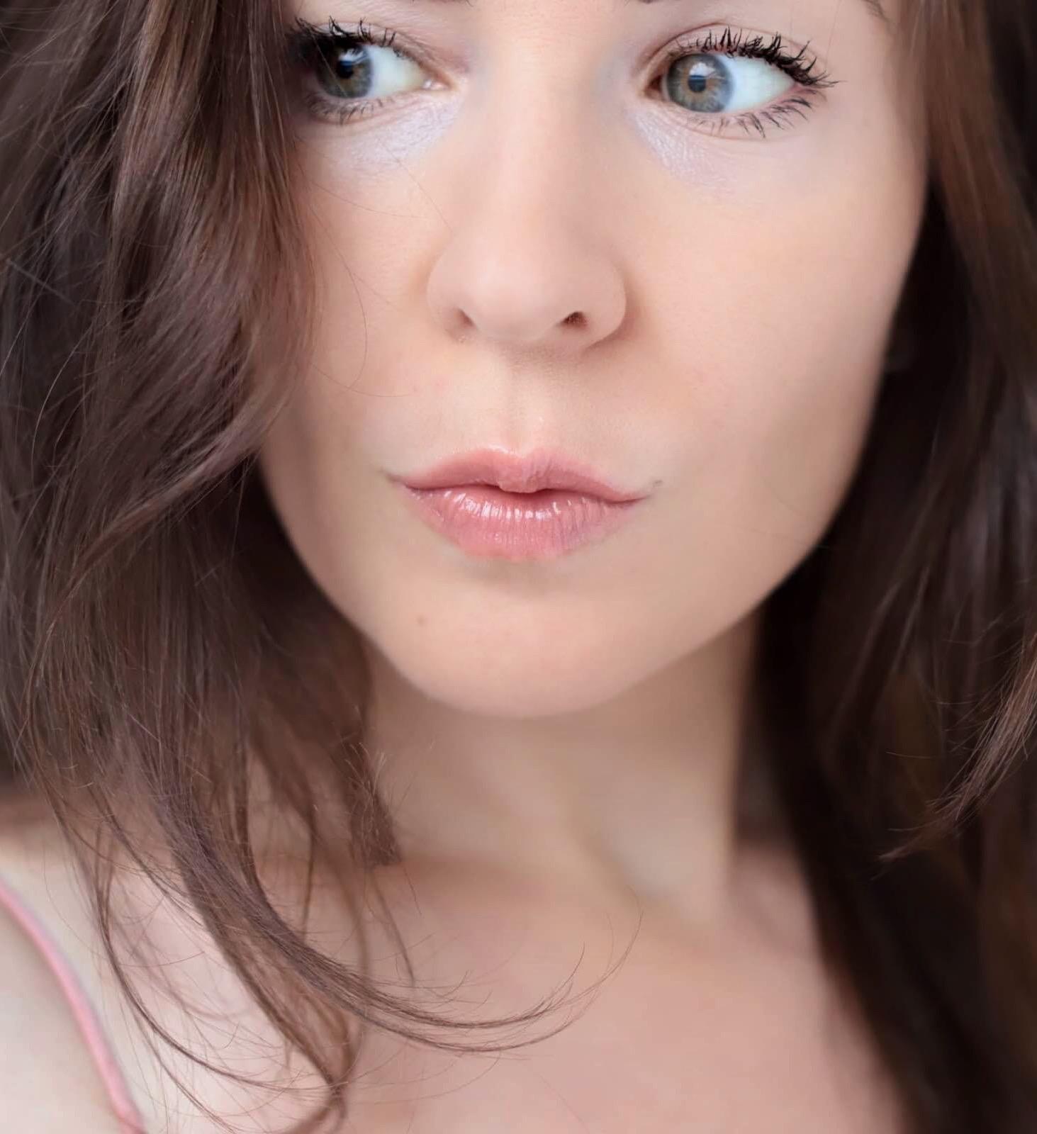 Charlotte Tilbury Glow Kiss test