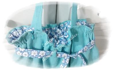 Bolso falda reciclada turquesa. Entrecosturas. Accesorios artesanales.