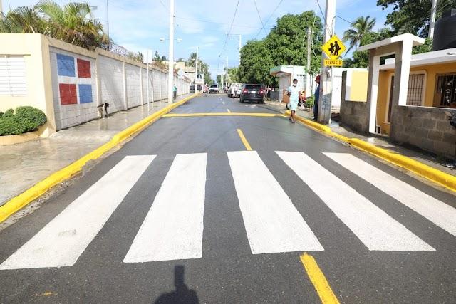 Agradecen al Intrant señalización entorno Liceo Federico Henriquez y Carvajal de Los Alcarrizos
