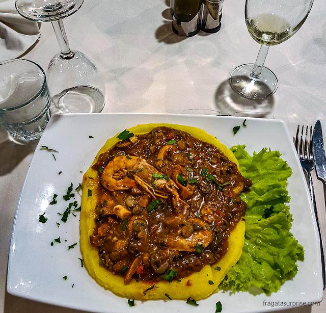 Xerém de mariscos, prato típico de Cabo Verde
