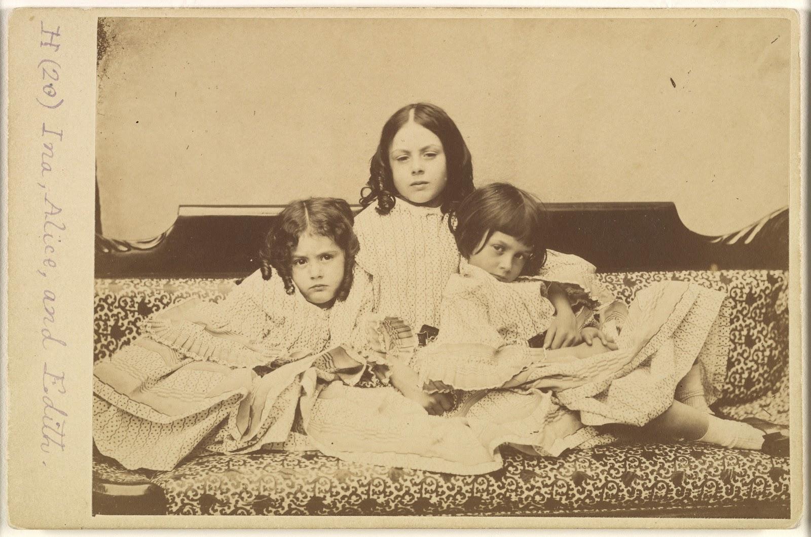 リデル家のイーディスとロリーナとアリスの三姉妹