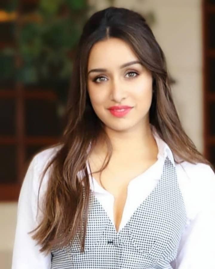 Shraddha Kapoor face hd, Shraddha Kapoor clevage