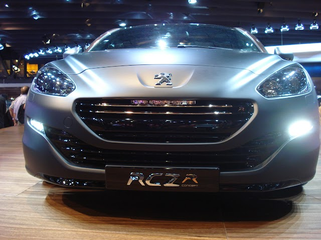 Peugeot RCZ R Concept in Paris