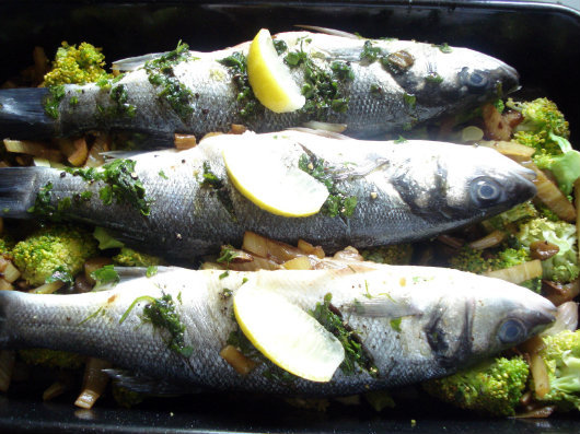 Sea bass with fennel and broccoli by Laka kuharica: transfer the fish onto the broccoli in the baking tray and bake in an oven