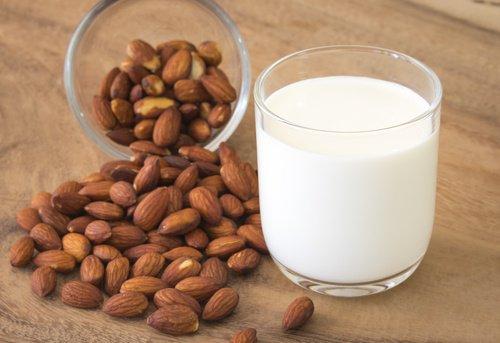 Conoce los beneficios de la leche de almendra