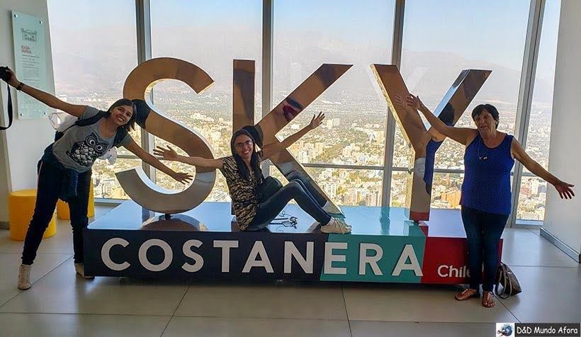 Letreiro do Sky Costanera em Santiago - Diário de Bordo Chile: 8 dias em Santiago e arredores