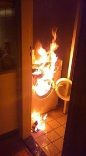 Enciende la lavadora, a ver si sabes, me dijo mi mujer