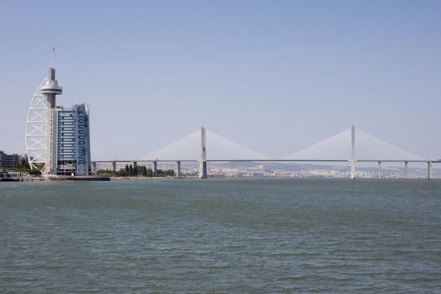 Parque das Naçoes-Torre e ponte Vasco da Gama-Lisbona