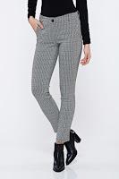 Pantaloni PrettyGirl negri office conici cu talie medie cu imprimeu grafic • PrettyGirl