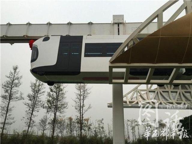 أول قطار معلق في العالم يعمل بالطاقة المتجددة!