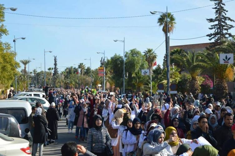 شعارات و صور المسيرة التي هزت تارودانت تضامنا مع الأستاذ بوجمعة