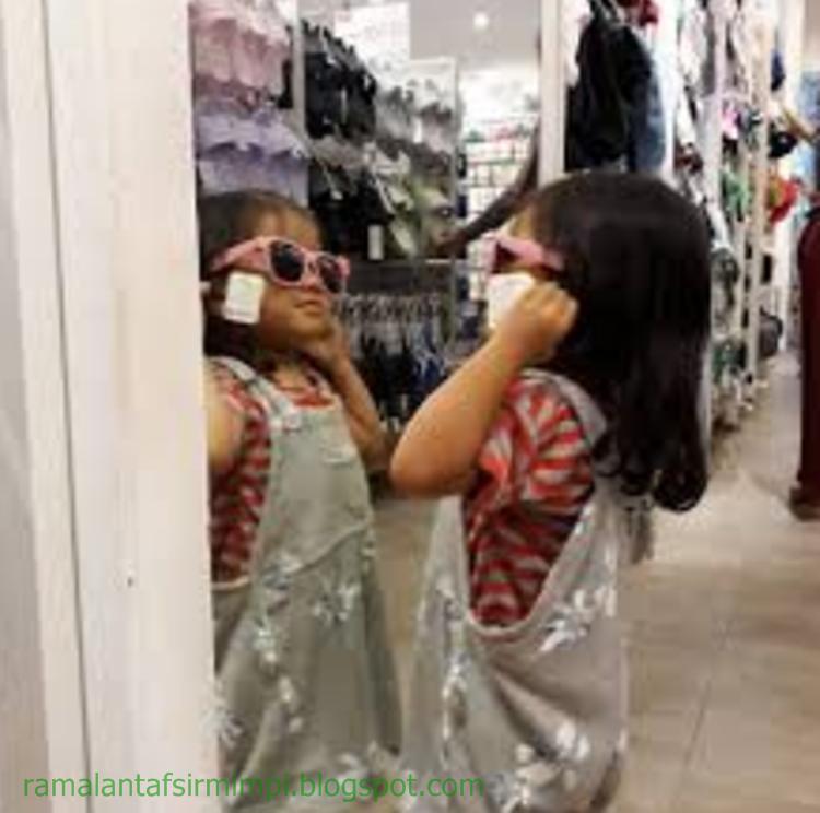 Cermin adalah sebuah benda yang bisa memantulkan apapun obyeknya yang ada didepannya dan  12 Arti Mimpi Lihat Cermin Menurut Primbon Jawa yang Lengkap