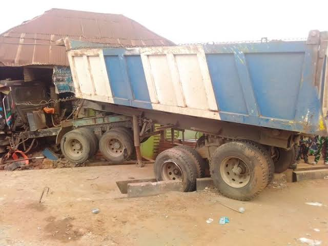 SAD! How Truck Drove Into A Building At Ijebu-Ode Killing Mum, Daughter, Others (Photo)