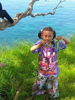 Pulau ular Bima : Tempat bermain dengan Ular _ ular yang Bersahabat