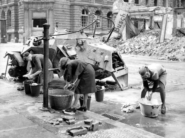 mujeres-alemanas-lavando-la-ropa
