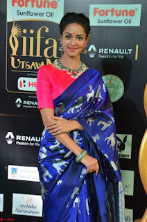 Shanvi Looks Super Cute in Pink Backless Choli Blue Saree at IIFA Utsavam Awards 2017 13.JPG