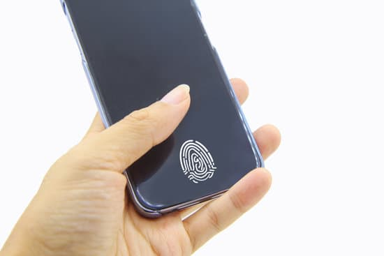 Why the screen lock does not unlock with the fingerprint after the mobile is restarted ?