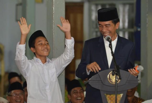 Jokowi Terpingkal-pingkal Saat Santri Sebut AHok, Megawati dan Prabowo Sebagai Menteri