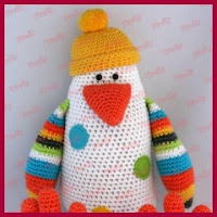 Colorido pinguino amigurumi
