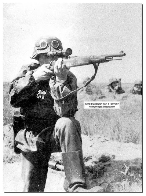 History In Images Pictures Of War History Ww2 Waffen