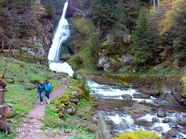 La cascata del Rio Val Moena alla confluenza col torrente Avisio, vicino a Cavalese in Val di Fiemme (Trentino).